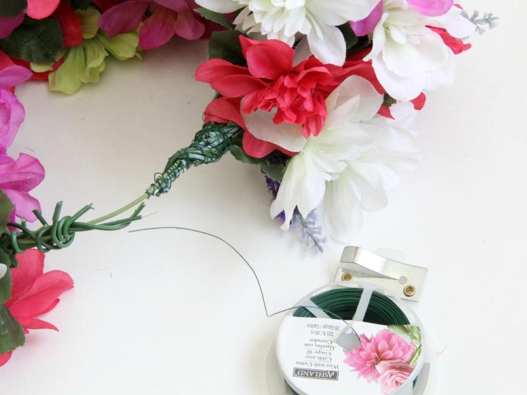 Vázání květin do věnce